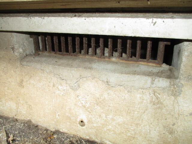 ネズミ侵入口の床下通風口